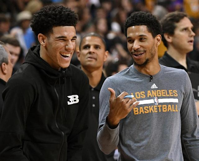 Lonzo Ball (L) and Josh Hart of the Los Angeles Lakers watch teammates warm up before the championship game of the 2017 Summer League against the Portland Trail Blazers, at the Thomas & Mack Center in Las Vegas, Nevada, on July 17 (AFP Photo/Ethan Miller)