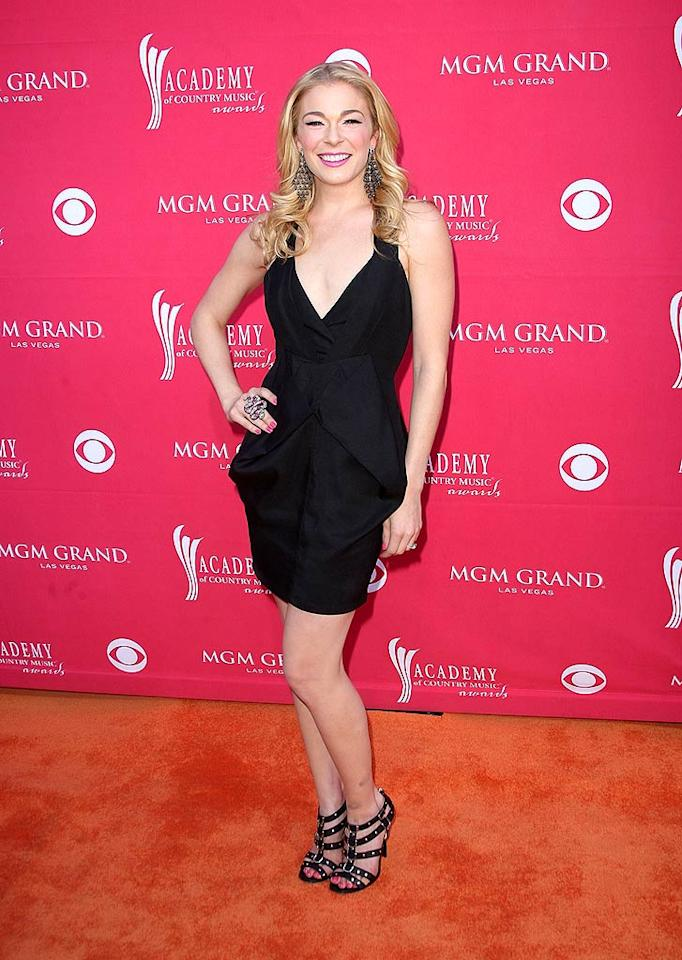 """LeAnn Rimes arrived sans husband Dean Sheremet, fueling rumors that the couple is working through some tough times. Jason Merritt/<a href=""""http://www.gettyimages.com/"""" target=""""new"""">GettyImages.com</a> - April 5, 2009"""