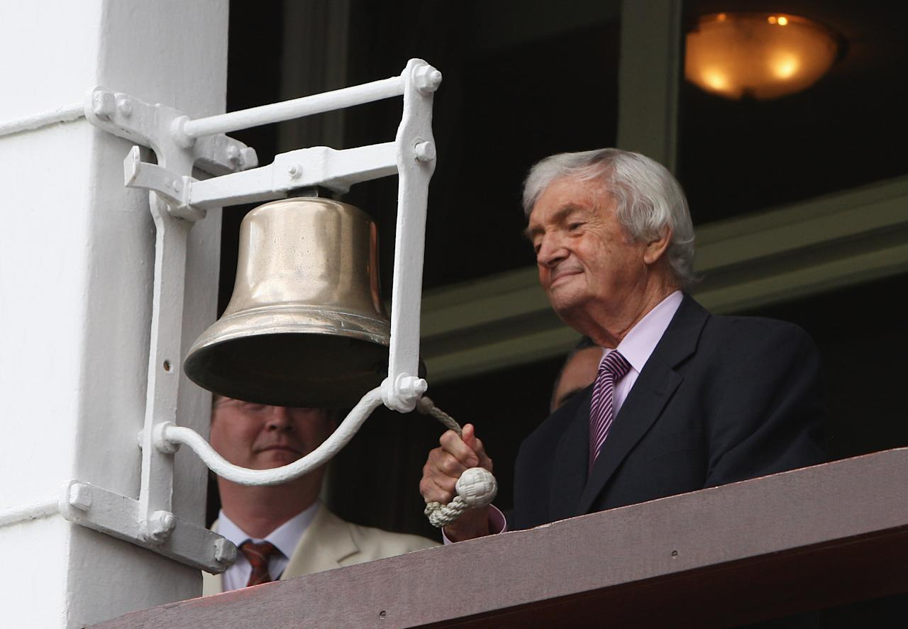 LONDON - JULY 17: Former Australian captain and commentator Richie Benaud rings the bell during day two of the npower 2nd Ashes Test Match between England and Australia at Lord's on July 17, 2009 in London, England. (Photo by Hamish Blair/Getty Images)