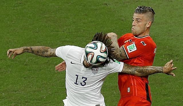 United States' Jermaine Jones, left, and Belgium's Toby Alderweireld challenge for the ball during the World Cup round of 16 soccer match between Belgium and the USA at the Arena Fonte Nova in Salvador, Brazil, Tuesday, July 1, 2014. (AP Photo/Themba Hadebe)