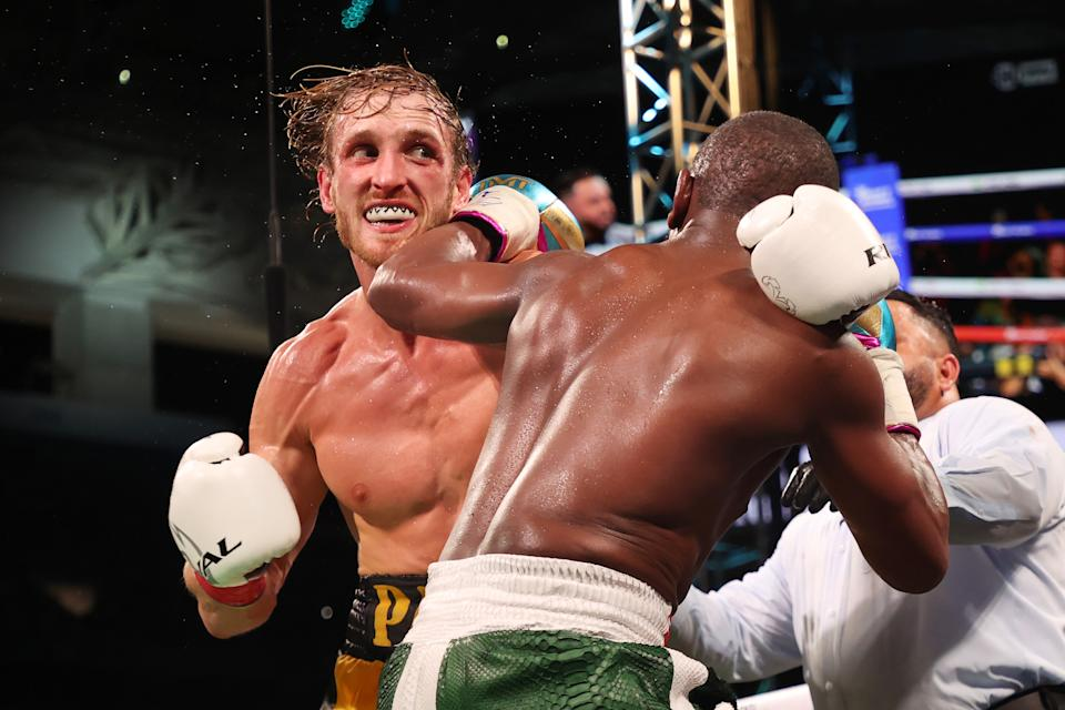 Floyd Mayweather exchanges blows with Logan Paul