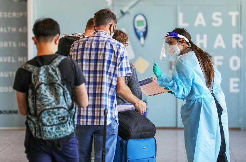 Passengers arriving from Sydney are tested for COVID-19 at Melbourne Airport in Melbourne. Source: AAP
