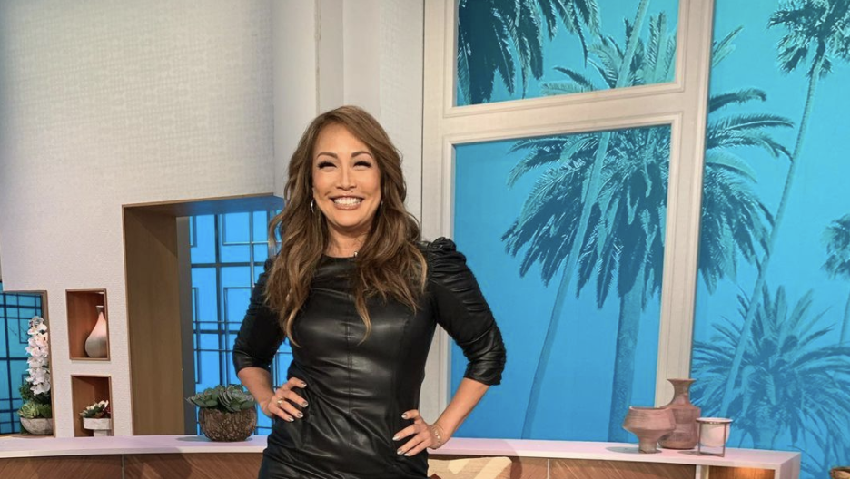 Carrie Ann Inaba handled a wardrobe malfunction like a pro. (Photo: Twitter)