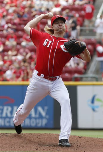 Cincinnati Reds starting pitcher Bronson Arroyo throws against the Seattle Mariners in the first inning of a baseball game, Sunday, July 7, 2013, in Cincinnati. (AP Photo/David Kohl)