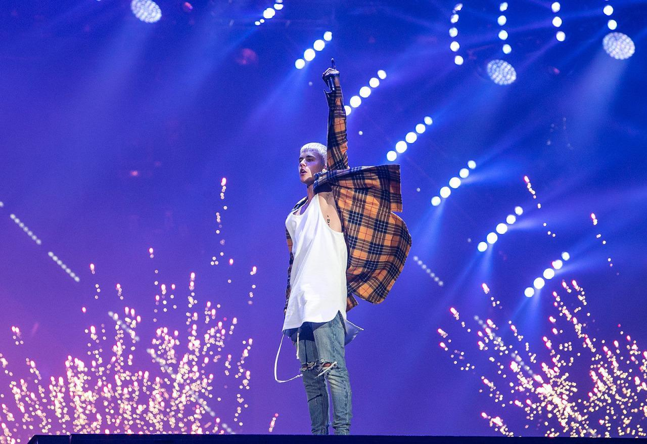 Justin Bieber booed at his own show after telling fans to be quiet