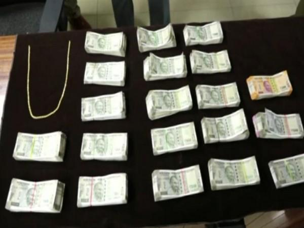 Visual of the seized cash and gold. (Photo/ANI)