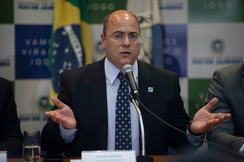 Rio de Janeiro's Governor Wilson Witzel (C) gestures during a press conference in Rio de Janeiro, Brazil, on September 23, 2019, after eight-year-old Agatha Sales Felix died during a police operation at the Alemao complex slum. - Felix was killed by a stray bullet during a confrontation between alleged drug traffickers and police officers on September 21. (Photo by MAURO PIMENTEL / AFP) (Photo credit should read MAURO PIMENTEL/AFP via Getty Images)