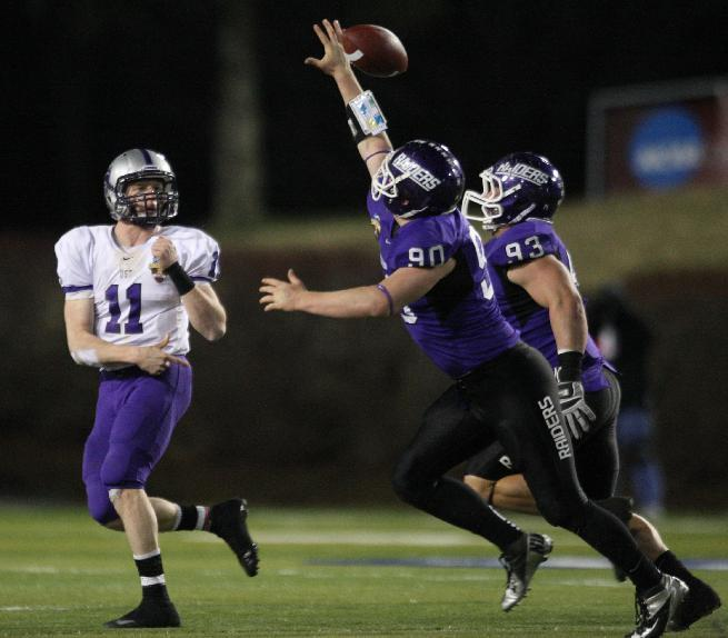 Mount Union's Tyler Almeida (80), center, tips a pass from St. Thomas quarterback Matt O'Connell (11), left during the second half of the NCAA Division III football championship in Salem, Va., Friday, Dec. 14, 2012. (AP Photo/The Roanoke Times, Daniel Lin) LOCAL TV OUT; LOCAL INTERNET OUT; LOCAL PRINT OUT (SALEM TIMES REGISTER; FINCASTLE HERALD; CHRISTIANSBURG NEWS MESSENGER; RADFORD NEWS JOURNAL; ROANOKE STAR SENTINEL)