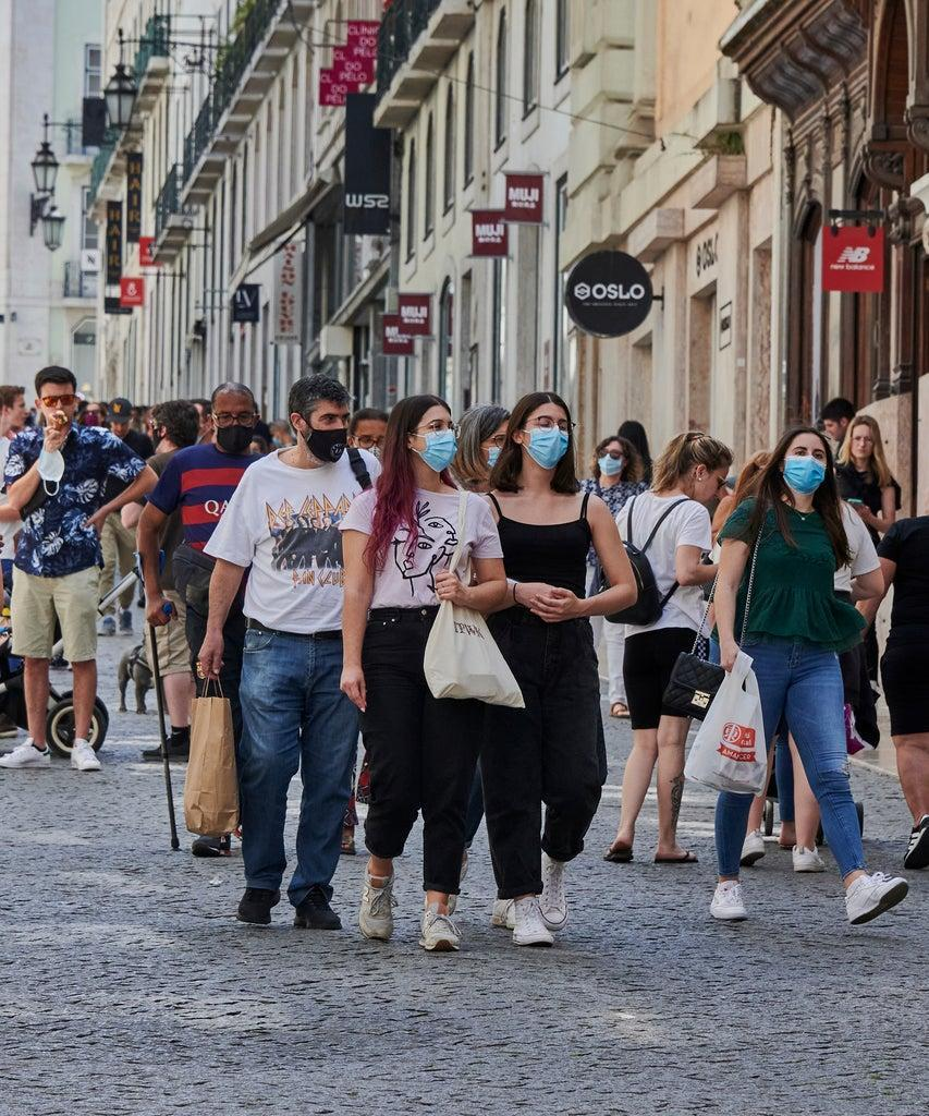 LISBON, PORTUGAL – MAY 30: Mask-clad shoppers crowd Rua do Carmo on a Sunday sunny afternoon during the COVID-19 Coronavirus pandemic on May 30, 2021 in Lisbon, Portugal. Locals and tourists are seen again in the city streets as the epidemiological bulletin released today by the Directorate General of Health (DGS) reported 445 new cases of COVID-19 and no deaths in the last 24 hours. In total, Portugal registers 848,658 infections, 17,023 deaths and 808,813 recoveries. (Photo by Horacio Villalobos#Corbis/Corbis via Getty Images)