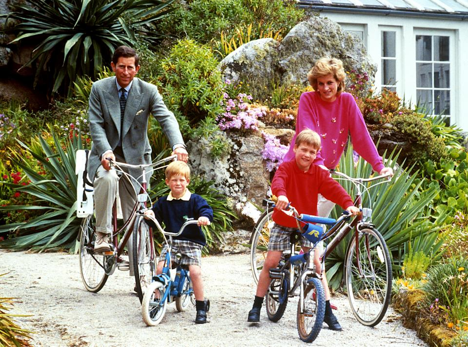 THE PRINCE AND PRINCESS OF WALES WITH SONS PRINCE WILLIAM (R) AND PRINCE HARRY PREPARE FOR A CYCLING TRIP IN TRESCOE DURING THEIR HOLIDAY IN THE SCILLY ISLES