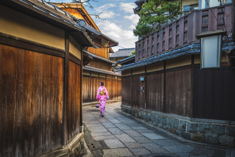 Travel return flight deals to Japan for Black Friday and Cyber Monday.