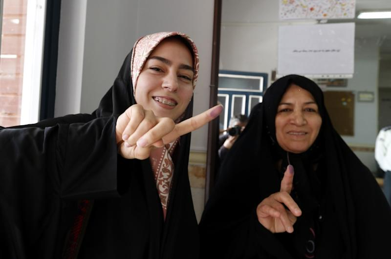 Iranian women cast their vote in the second round of parliamentary elections on April 29, 2016 (AFP Photo/Atta Kenare)
