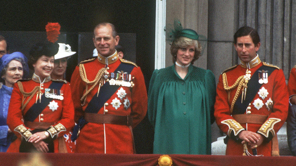 LONDON, ENGLAND - JUNE 12:  A pregnant Diana, Princess of Wales with Charles, Prince of Wales, Queen Elizabeth ll and Prince Phillip, Duke of Edinburgh on the balcony of Buckingham Palace following the Trooping the Colour ceremony on June 12, 1982 in London, England. (photo by Anwar Hussein/Getty Images)