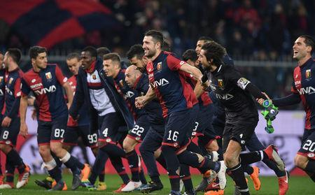 Soccer Football - Serie A - Genoa vs Inter Milan - Stadio Comunale Luigi Ferraris, Genoa, Italy - February 17, 2018 Genoa's Andrej Galabinov celebrates with team mates after the match. REUTERS/Alberto Lingria