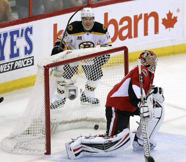 Boston Bruins' Jarome Iginla, left, celebrates his goal on Ottawa Senators' Craig Anderson during the second period of an NHL hockey game in Ottawa, Ontario on Saturday, Dec. 28, 2013. (AP Photo/The Canadian Press, Fred Chartrand)