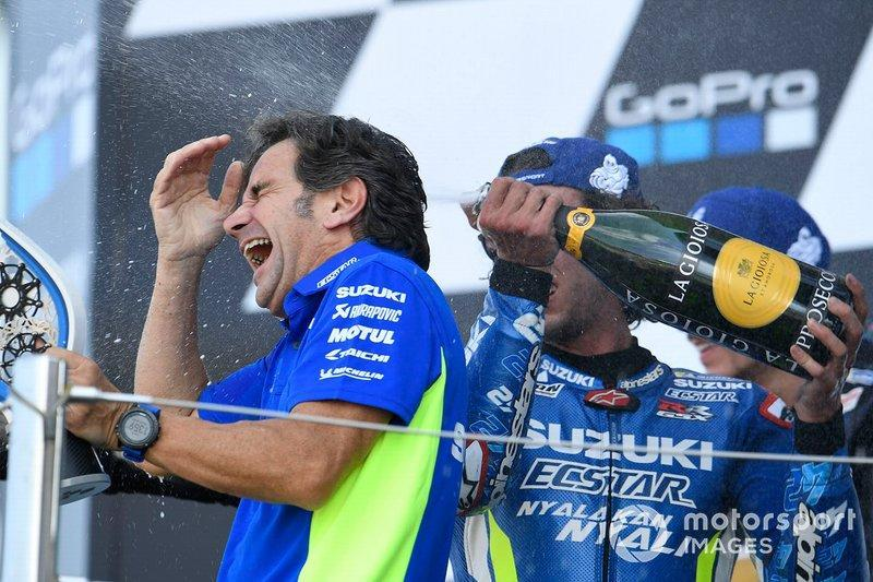 "1. Alex Rins, Team Suzuki MotoGP, mit Davide Brivio<span class=""copyright"">Gold and Goose / Motorsport Images</span>"