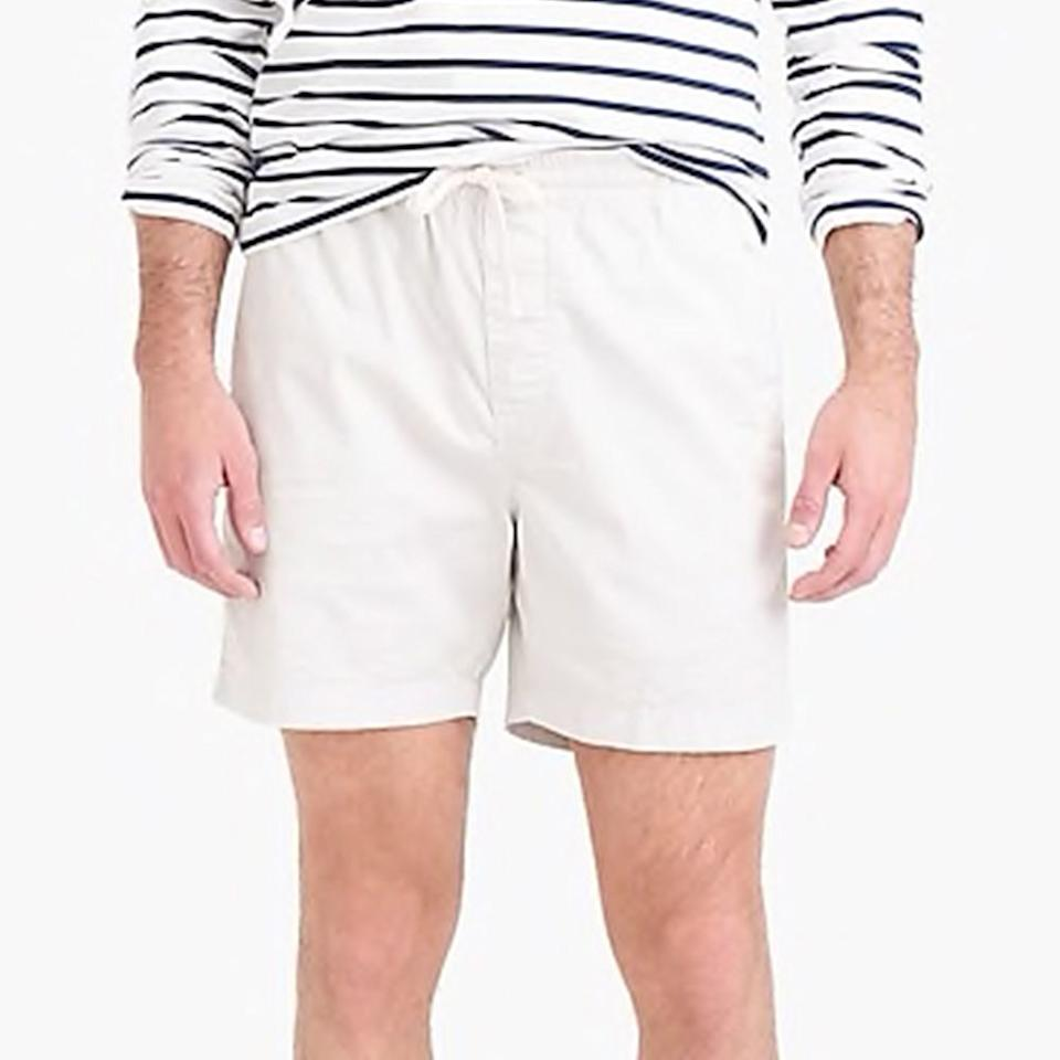 """<p><strong>J.Crew</strong></p><p>jcrew.com</p><p><strong>$49.50</strong></p><p><a href=""""https://go.redirectingat.com?id=74968X1596630&url=https%3A%2F%2Fwww.jcrew.com%2Fp%2FG3105&sref=http%3A%2F%2Fwww.menshealth.com%2Fstyle%2Fg28249026%2Fmost-flattering-shorts-for-men%2F"""" target=""""_blank"""">BUY IT HERE</a></p><p>Looking for a comfortable-yet-cool summer short for a day by the sea? This relaxed style stays polished with a 6"""" inseam that hits the perfect length between your thigh and knee. With stretch fabric and a comfortable drawstring waistband, you'll feel as good as you look in these seriously flattering shorts. </p>"""