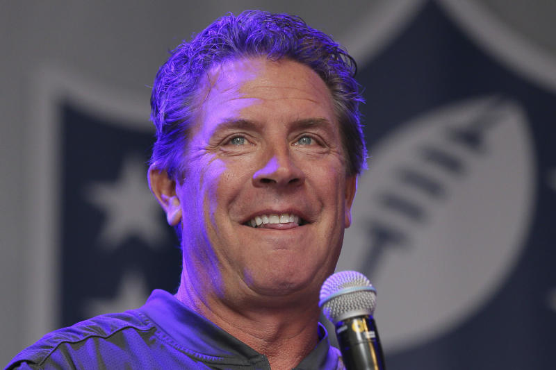 Former Miami Dolphins quarterback Dan Marino is picking the home team to win Super Bowl LIV. (AP Photo/Tim Ireland)