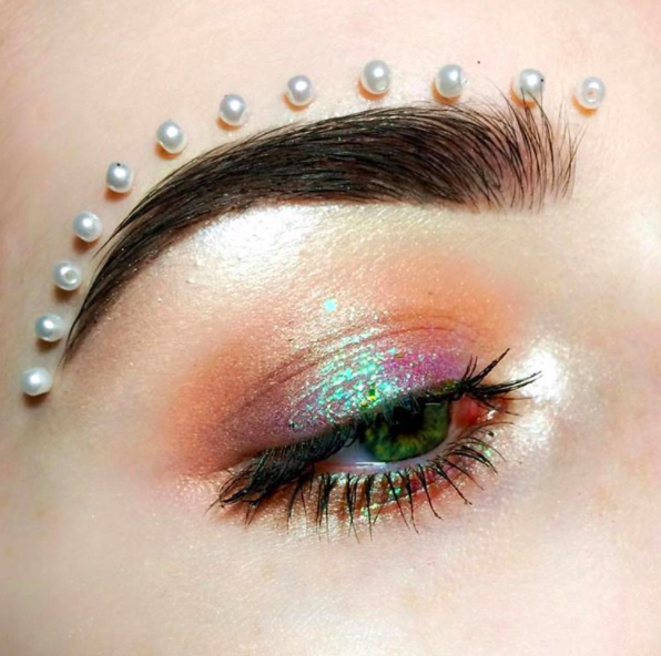 """<p>Back in September, beauty fanatics began to incorporate faux <a href=""""https://uk.style.yahoo.com/glueing-pearls-face-latest-bizarre-beauty-trend-143035995.html"""" data-ylk=""""slk:pearls;outcm:mb_qualified_link;_E:mb_qualified_link;ct:story;"""" class=""""link rapid-noclick-resp yahoo-link"""">pearls</a> into their beauty regime. And brows, lips and cheekbones all gave way to the ladylike trend. <em>[Photo: Instagram]</em> </p>"""