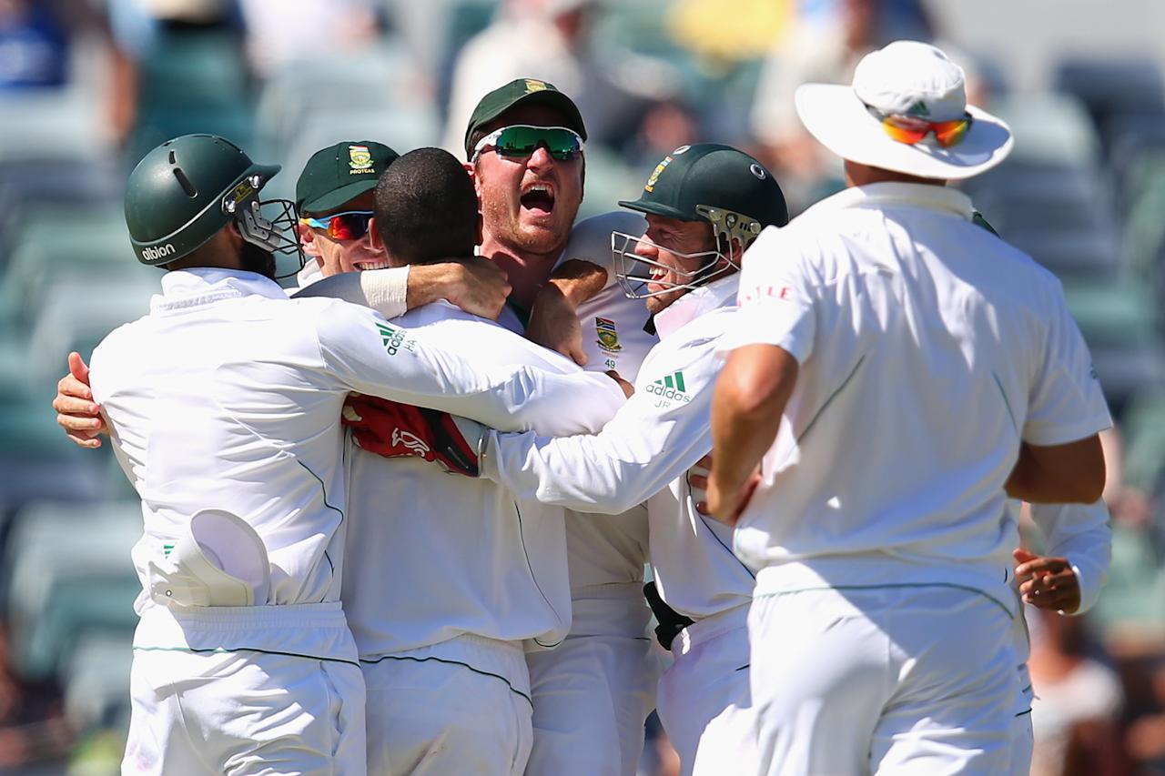 PERTH, AUSTRALIA - DECEMBER 03: South African captain Graeme Smith celebrates with his players after Robin Peterson dismissed Matthew Wade of Australia during day four of the Third Test Match between Australia and South Africa at the WACA on December 3, 2012 in Perth, Australia.  (Photo by Cameron Spencer/Getty Images)