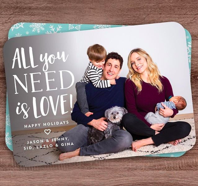"""Also collecting a check from Simply to Impress this year? Jason Biggs and Jenny Mollen, who showed off their sons, Sid and newborn Lazlo, and doggie Gina. (Photo: <a href=""""https://www.instagram.com/p/Bbw-6VdHkLZ/?hl=en&taken-by=jennyandteets2"""" rel=""""nofollow noopener"""" target=""""_blank"""" data-ylk=""""slk:Jenny Mollen via Instagram"""" class=""""link rapid-noclick-resp"""">Jenny Mollen via Instagram</a>)"""