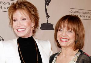 Mary Tyler Moore, Valerie Harper    Photo Credits: Kevin Winter/Getty Image