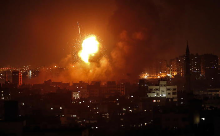 <p>A fireball explodes during Israeli airstrikes in Gaza City, Aug. 8, 2018. (Photo: Mahmud Hams/AFP/Getty Images) </p>