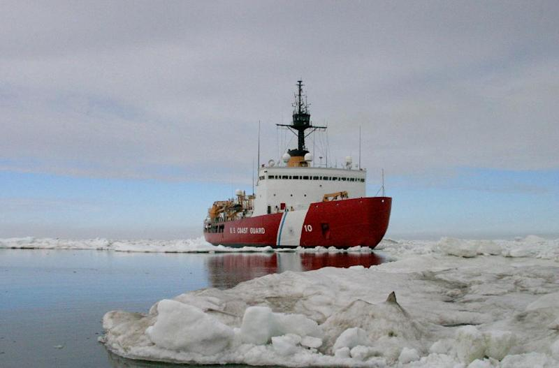 A US Coast Guard photo shows the Cutter Polar Star carrying out ice drills in the Arctic on July 3, 2013 (AFP Photo/)