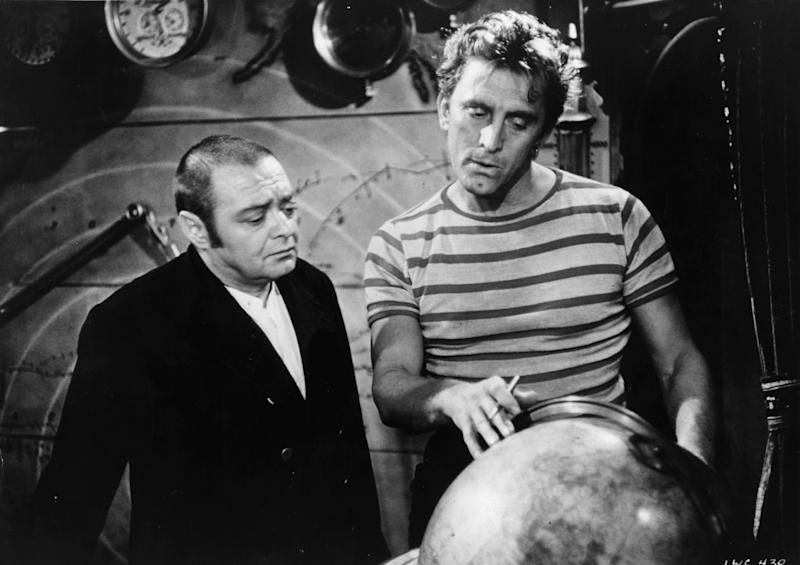 "Kirk Douglas stars alongside Peter Lorre in the 1964 movie ""20,000 Leagues Under The Sea."" (Photo: Hulton Archive/Getty Images)"