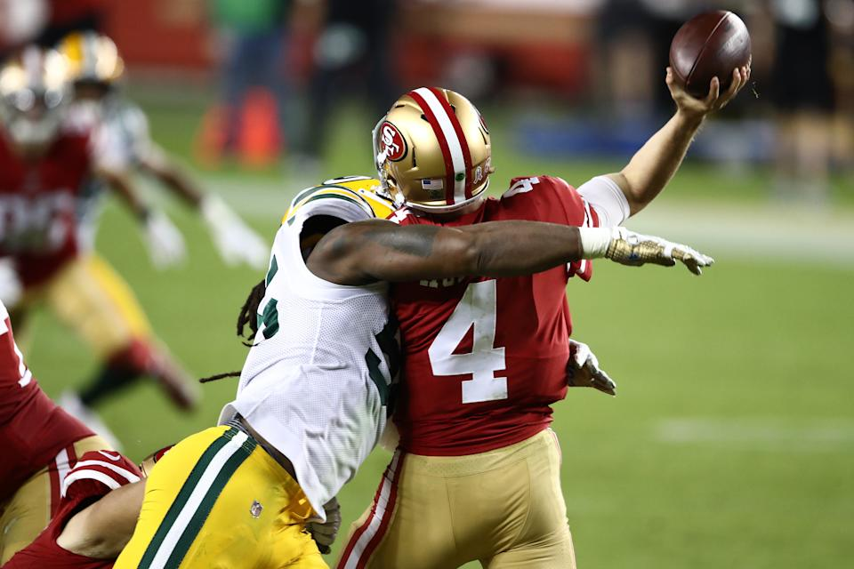 Za'Darius Smith of the Green Bay Packers hits Nick Mullens of the San Francisco 49ers. (Photo by Ezra Shaw/Getty Images)