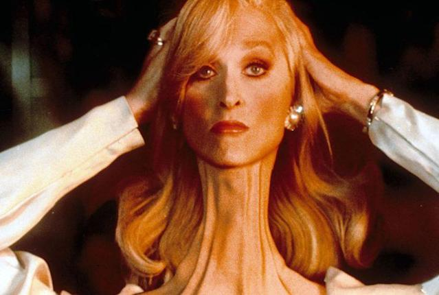 Meryl Streep adjusts her broken neck in <em>Death Becomes Her</em>. (Photo: Mary Evans/Universal Pictures/Ronald Grant/Everett Collection)