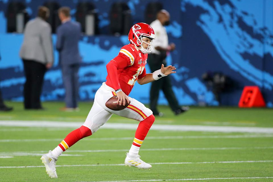 TAMPA, FL - FEBRUARY 07: Patrick Mahomes (15) of the Chiefs scrambles for yardage during the Super Bowl LV game between the Kansas City Chiefs and the Tampa Bay Buccaneers on February 7, 2021 at Raymond James Stadium, in Tampa, FL. (Photo by Cliff Welch/Icon Sportswire via Getty Images)