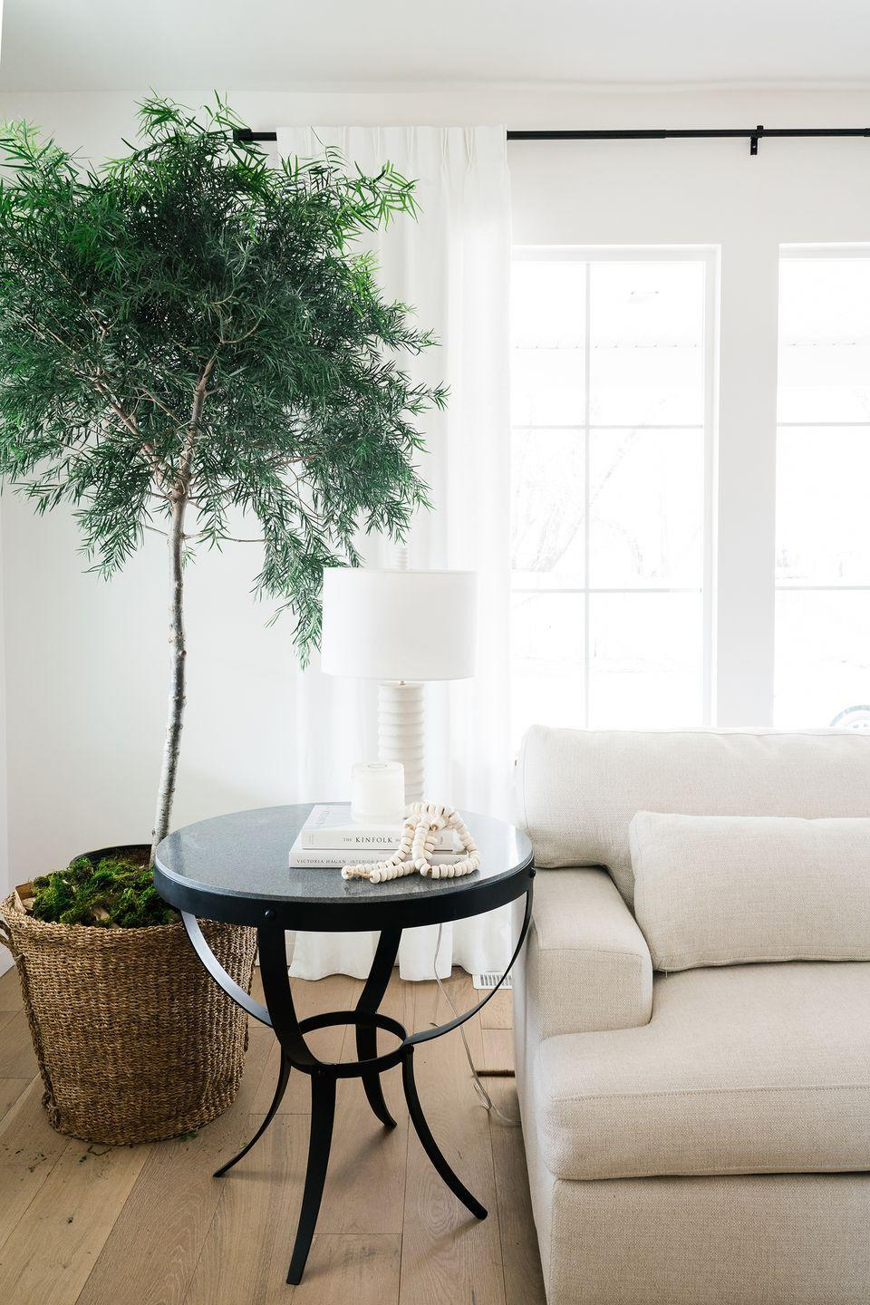 """<p>""""When it comes to white paint, we like to use the same shades throughout for the walls, trim, cabinets and ceilings,"""" says House of Jade Interiors' <a href=""""https://houseofjadeinteriors.com/"""" rel=""""nofollow noopener"""" target=""""_blank"""" data-ylk=""""slk:Kirsten Krason"""" class=""""link rapid-noclick-resp"""">Kirsten Krason</a>, noting that Sherwin-Williams' Snowbound is the perfect hue.</p><p><a class=""""link rapid-noclick-resp"""" href=""""https://www.sherwin-williams.com/homeowners/color/find-and-explore-colors/paint-colors-by-family/SW7004-snowbound"""" rel=""""nofollow noopener"""" target=""""_blank"""" data-ylk=""""slk:SHOP NOW"""">SHOP NOW </a></p>"""