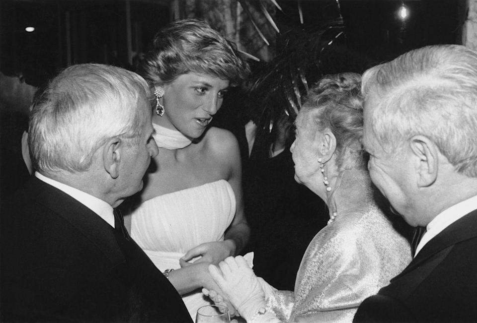 <p>Lillian Gish, credited as the First Lady of American cinema, met Princess Diana at the Cannes Film Festival. The 94-year-old wore a long sleeve lamé gown and white elbow-length gloves.<br></p>