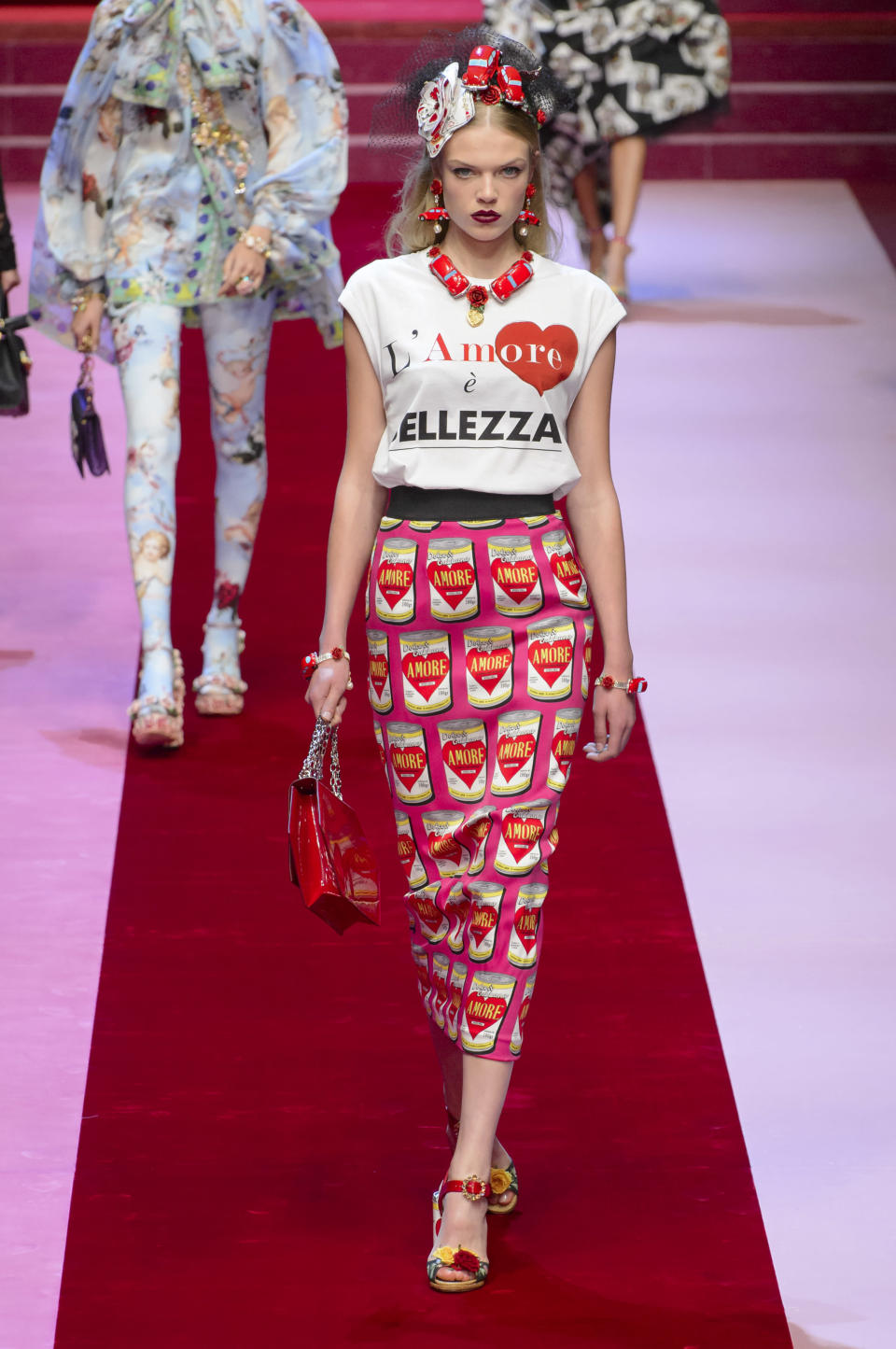 <p><i>Model wears a graphic skirt decorated with Warhol-style cans from the SS18 Dolce & Gabbana collection. (Photo: ImaxTree) </i></p>