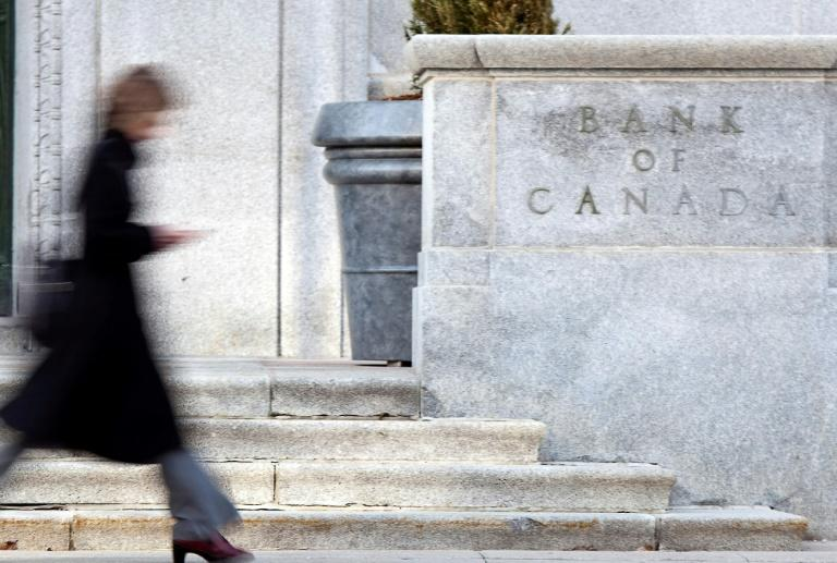 Bank of Canada maintains key lending rate at 0.25%