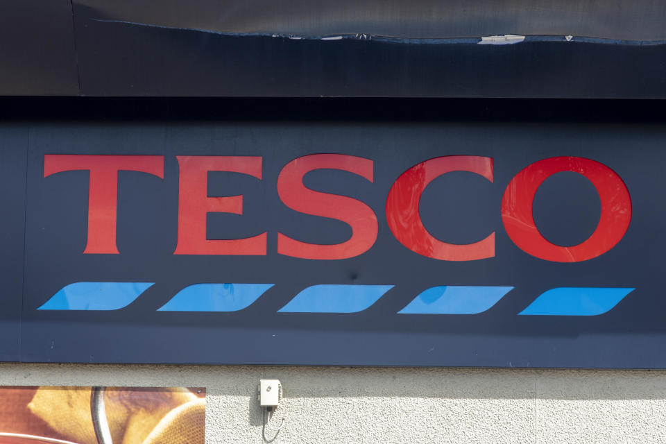 Tesco logo seen at one of their branches. Greenpeace has urged the supermarket giant to stop buying meat from the companies involved in Amazon deforestation, and Tesco has now called on Government to make deforestation-free food a policy. (Photo by Dave Rushen / SOPA Images/Sipa USA)