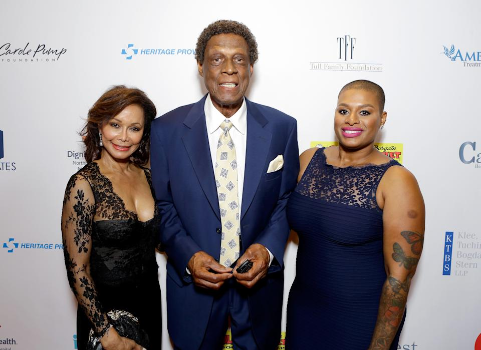 BEVERLY HILLS, CA - AUGUST 12:  Honoree Elgin Baylor (C) and guests attend the 16th Annual Harold & Carole Pump Foundation Gala at The Beverly Hilton Hotel on August 12, 2016 in Beverly Hills, California.  (Photo by Tiffany Rose/Getty Images for Harold & Carole Pump Foundation )