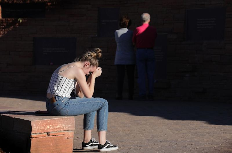 Maren Strother, 16, rests her head on her hands at a vigil in Littleton, Colorado to the April 20, 1999 mass shooting at Columbine High School (AFP Photo/Joe Mahoney)