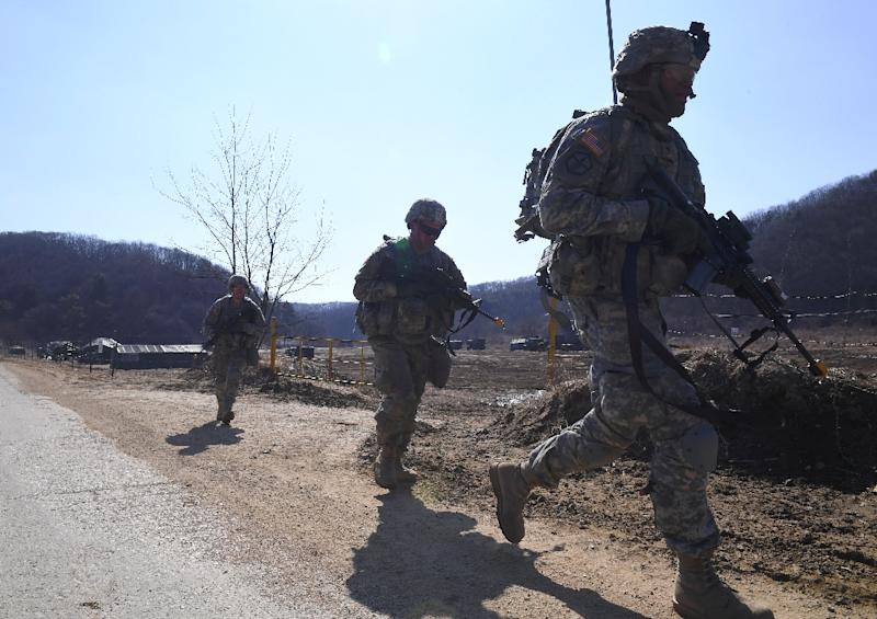 US soldiers patrol during their drill at a military training field in the border city of Paju on March 7, 2017 (AFP Photo/JUNG Yeon-Je)