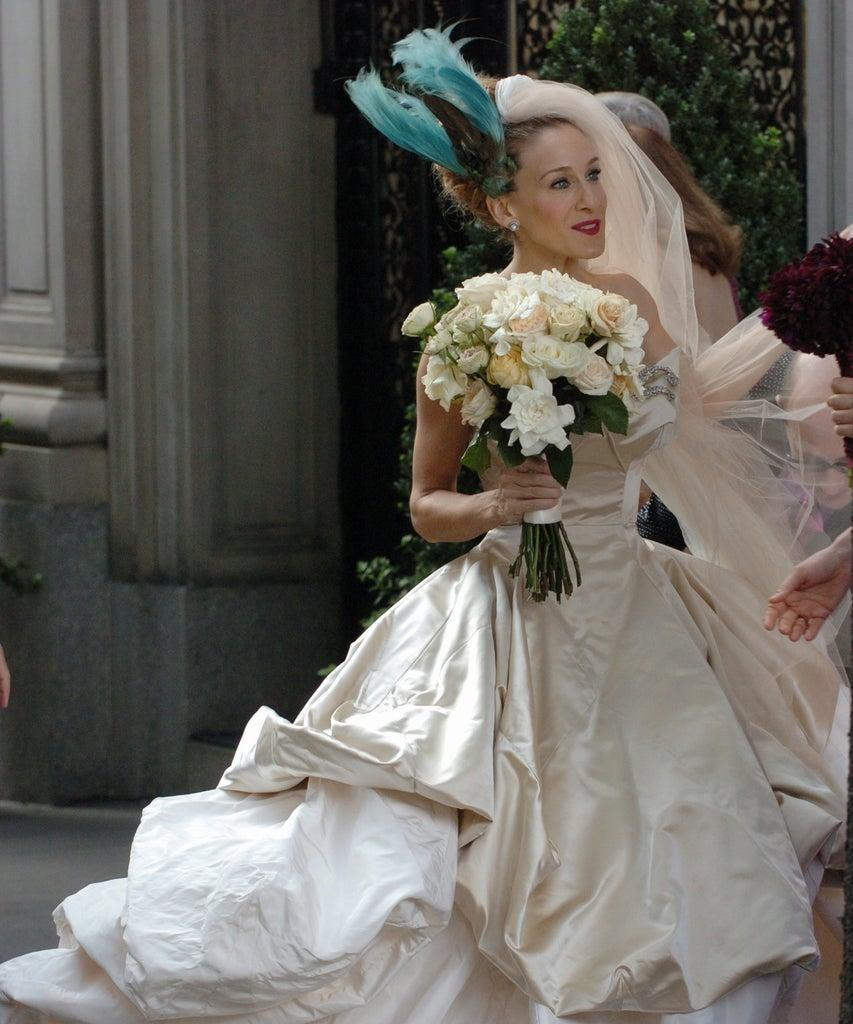 UNITED STATES – OCTOBER 02: Sarah Jessica Parker in wedding dress at Filming of Sex And The City (Park Ave 81st St) (Photo by Richard Corkery/NY Daily News Archive via Getty Images)