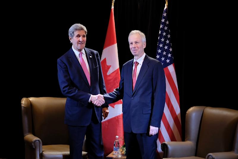 Canadian Foreign Minister Stephane Dion (R) and US Secretary of State John Kerry attend the North American Foreign Ministers Meeting on January 29, 2016 in Quebec City (AFP Photo/Florence Cassisi)