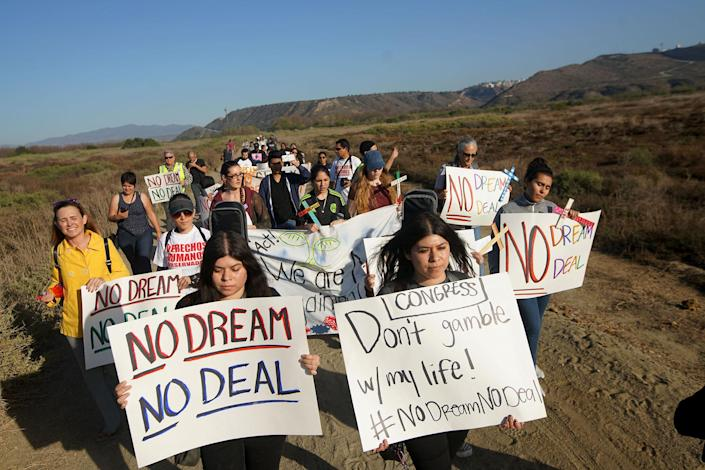 <p>Activists and immigrants march towards the U.S.-Mexico border in support of passage of the Dream Act Feb. 7, 2018 in San Ysidro, Calif. (Photo: Sandy Huffaker/Getty Images) </p>