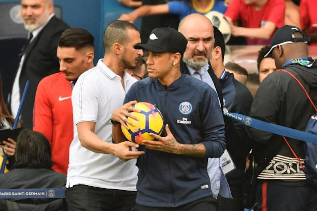 Paris Saint-Germain's Brazilian forward Neymar Jr attends a training session in Paris at the Parc des Princes (AFP Photo/CHRISTOPHE SIMON)