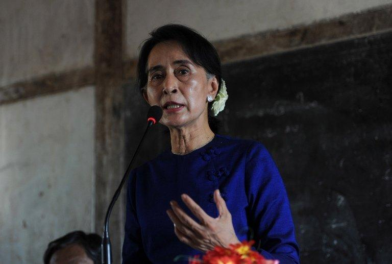 Myanmar opposition leader Aung San Suu Kyi speaks to villagers in Monywa, on March 13, 2013