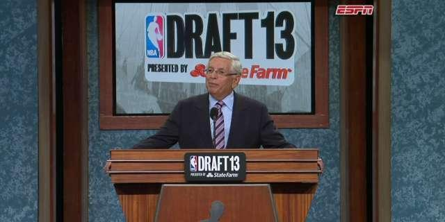 "David Stern to booing fans at the NBA Draft: ""I can't hear you"" (Video)"