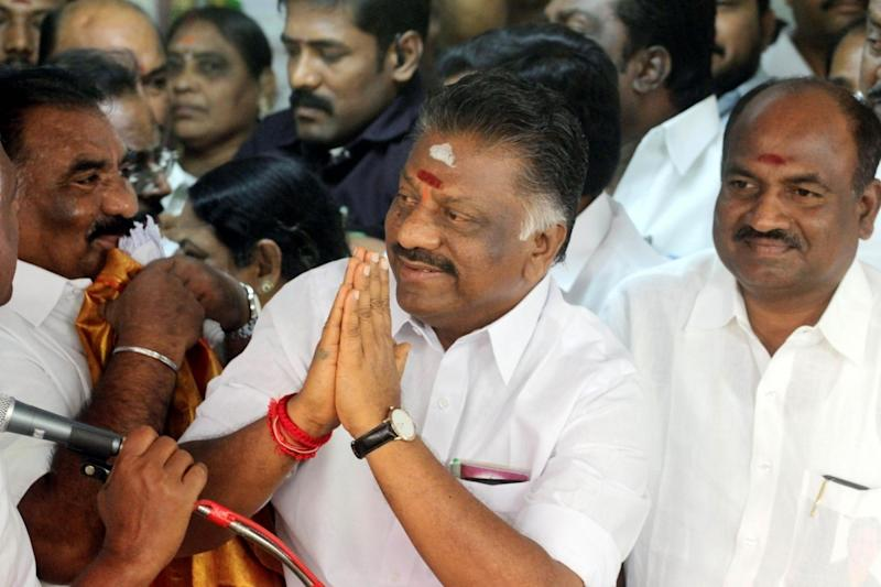 AIADMK merger talks: O Panneerselvam to be CM, Palaniswami to be party chief; is Amma's legacy intact?