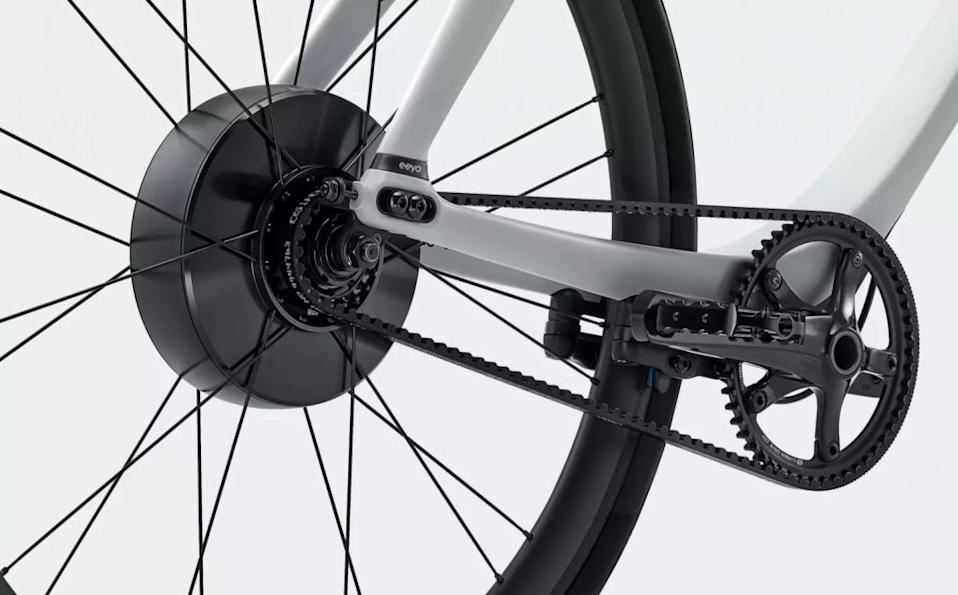 The motor, battery and sensors are housed in the SmartWheel, and connected to the pedals with a carbon fiber belt. (Courtesy of Gogoro)