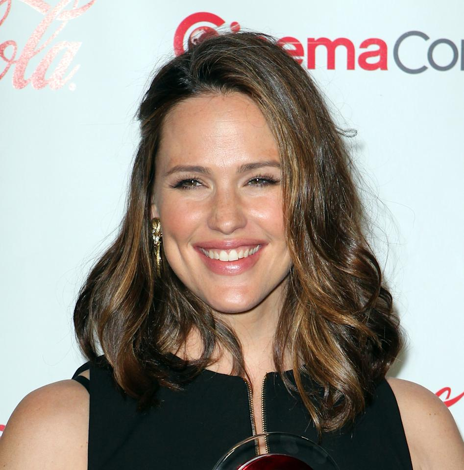 Actress Jennifer Garner arrives at the CinemaCon 2012 Big Screen Achievement Awards to receive the Female Star of the Year Award, Thursday, April 26, 2012, in Las Vegas. (AP Photo/Jeff Bottari)