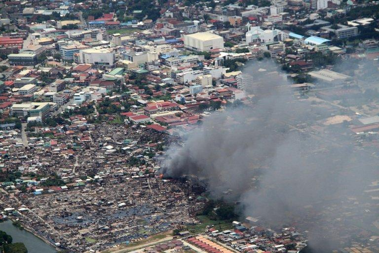 Houses burn during fighting between government forces and Muslim rebels in Zamboanga City, on September 17, 2013
